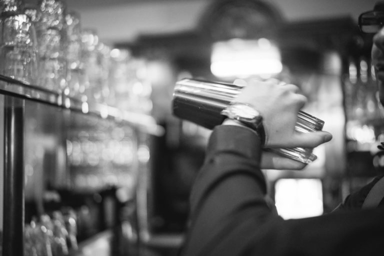 Barkeeper bei der Arbeit